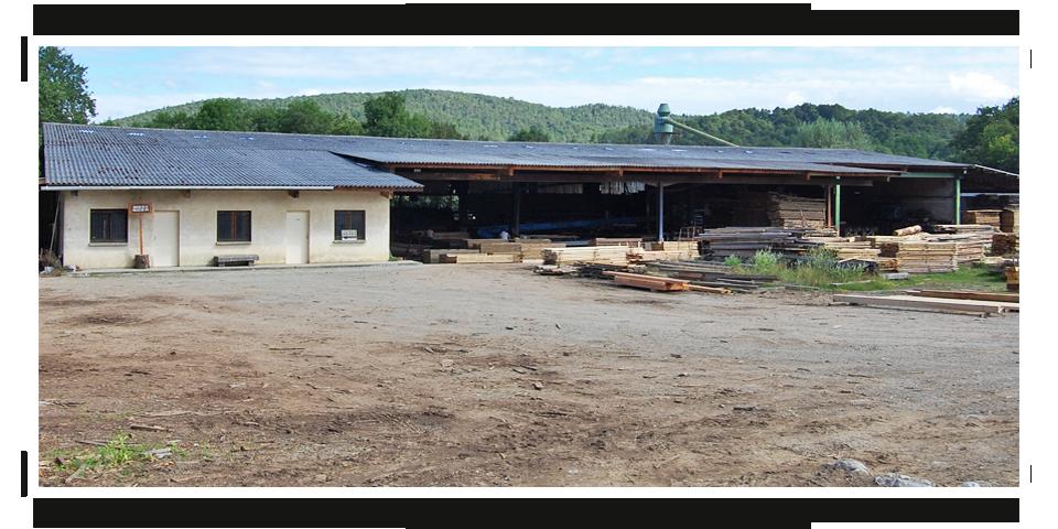 Bienvenue, Créée en 1920, la scierie Les Bois de la Vallée du Job est une entreprise familiale depuis 3 générations. Les gérants de la société sont Jean-Paul et Alain SERVAT. En 2014, la scierie comptabilise 6 collaborateurs.